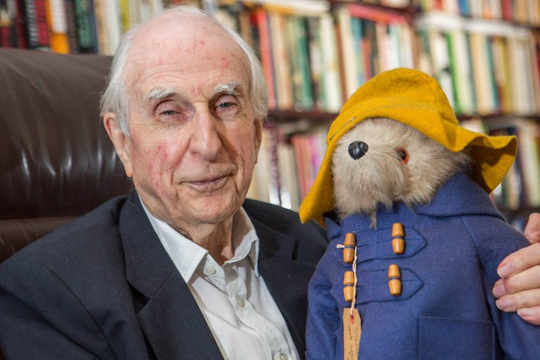 michael bond cameomichael bond paddington, michael bond paddington bear, michael bond a bear called paddington, michael bond paddington читать, michael bond paddington pdf, michael bond, michael bond art, michael bond biography, michael bond wiki, michael bond books, michael bond cameo paddington, michael bond wikipedia, michael bond cameo paddington movie, michael bond miś zwany paddington, michael bond cameo, michael bond artist, michael bond paddington film, michael bond kitchens, michael bond net worth, michael bond etchings